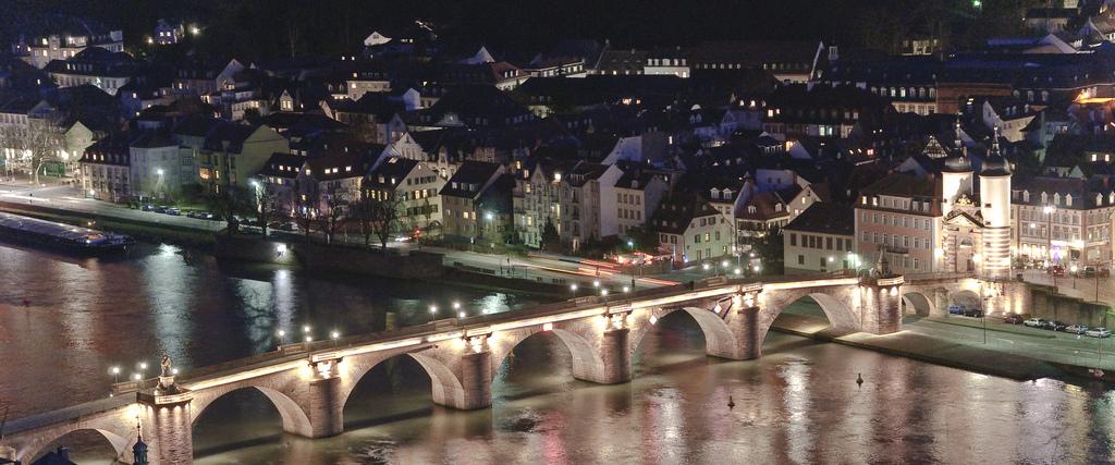 """Auf der Alten Brücke in Heidelberg fällt am 15. September mit dem """"Golden Charity Shot"""" der Startschuss für einen 24-stündigen Spendenmarathon. (Foto: Flickr)"""