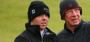 Rory McIlroy ist großer Manchester United Fan und war auch schon mit Legende Bobby Charlton auf dem Golf Platz unterwegs.