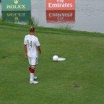 Golfprofi Marcel Siem beim Fußballgolf (Foto: Golfpost)