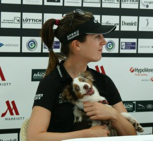 Sandra Gal reiste zusammen mit ihrer Hündin Emmy zur Ladies German Open.