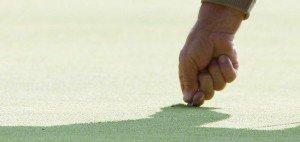 Die 'Wunde' will geschlossen werden. Pitchmarken auszubessern bewahrt die Grüns vor Infektionen. (Foto: Getty)