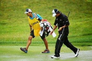 Hideki Matsuyama und Caddie Daisuke Shindo auf dem Weg zum zehnten Loch,  an Tag 3 der PGA Championship. (Photo: Getty Images)