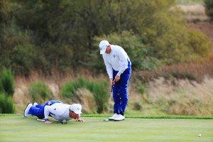 Westwood/Donaldson war jede Methode recht, sich den letzten Punkt vor den Einzelmatches am Sonntag zu holen. (Foto: Getty)