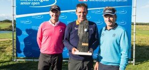 Play-off-Triumph: Paul Wesselingh (Mitte) besiegt Bernhard Langer (r.) und Philip Golding. Foto: WINSTONgolf Senior Open
