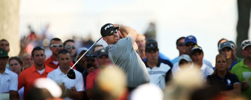 Hunter Mahan betrachtet die Flugkurve seines Balles. (Foto: Getty)