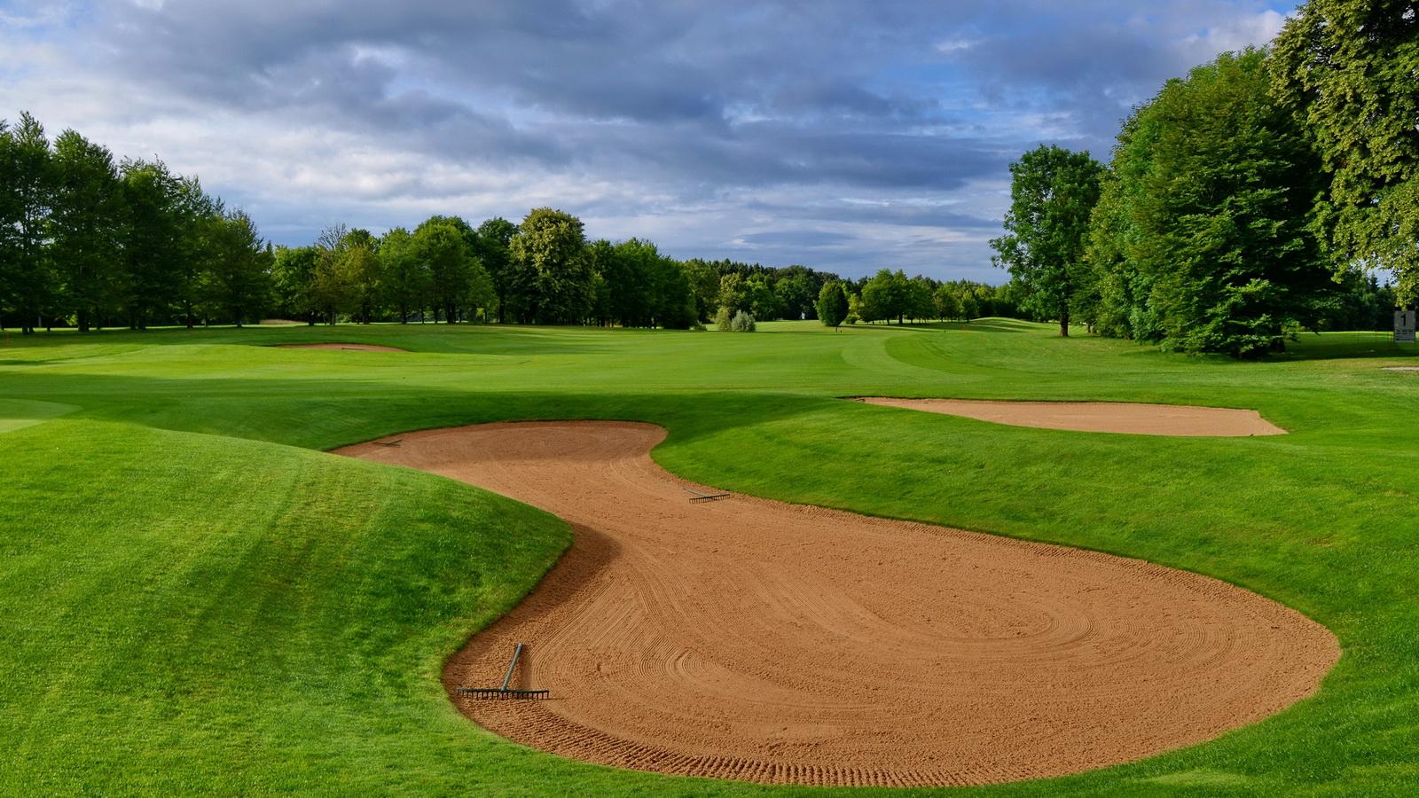 Ob es der Golfclub Wörthsee in den Golfkalender 2015 schafft liegt ganz allein in ihrer Hand. (Foto: Frank Föhlinger)