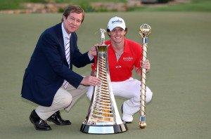 George O'Grady freut sich hier mit Rory McIlroy über dessen Sieg bei der DP World Tour Championship 2012. O'Grady hat maßgeblich zur Entwicklung dieses Turniers beigetragen. (Foto: Getty)