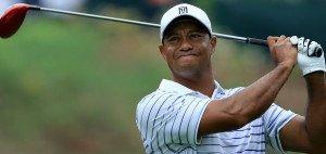 Damit er nach seinen Schwüngen bald wieder zufriedener dreinschaut, hat Tiger Woods einen neuen Swing Coach verpflichtet. (Foto: Getty)
