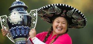 Christina Kim mit dem Pokal nach ihrem Sieg beim Lorena Ochoa Invitational (Foto: Getty)
