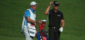 Henrik Stenson und sein Caddie Gareth Lord trafen bei der World Tour Championship die richtige Wahl. (Foto: Getty)