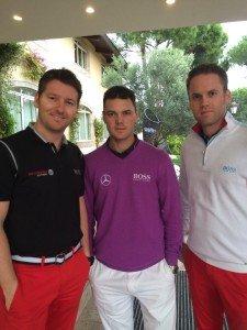 Christopher M. Weller (links) und Dr. med. Michael A. Mecner (rechts) zusammen mit Martin Kaymer. (Bild: Golfmedizin Stuttgart)