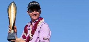 Titel verteidigt: Stolz präsentiert Jimmy Walker bei der Sony Open auf Hawaii seine Trophäe. (Foto: Getty)