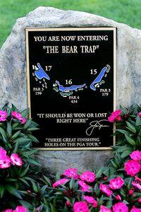 """Ein Hinweisschild im PGA National zeigt die """"Bärenfalle"""" an."""