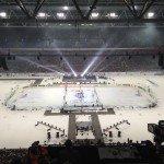 """Ein anderes Spiel mit Schläger und """"Ball"""" - Eishockey beim DEL Wintergame 2015."""