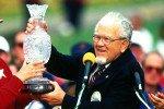 Karsten Solheim überreicht die Solheim-Cup-Trophäe 1994 an Joanne Carner vom Team USA. (Foto: Getty)
