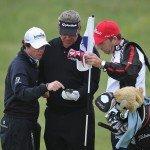 Auch Rory McIlory benutzt das Handy bei seiner Übungsrunde auf dem Golfplatz. (Bild: Getty)