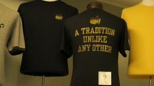 """Mit dem Spruch """"eine Tradition ohnegleichen"""" will das Masters Merchandiseing betreiben."""