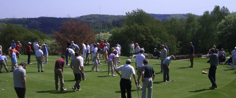 Beim Golferlebnistag wird allen Golf-Interessierten in lockerer Atmosphäre die Möglichkeit gegeben, Golf kostenfrei auszuprobieren. (Foto: GC Essen-Heidhausen)