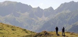 Zwei Männer auf dem Gebirgspass des Pique-Longue in den französischen Pyrenäen an der Grenze zu Spanien. (Foto: Getty)