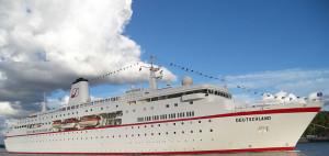 Die traditionsreiche MS Deutschland ist an die US-Firma Absolute Nevada verkauft worden und soll nun unter der Flagge der Bahamas fahren (Foto: flickr/Jean Pierre Hintze).