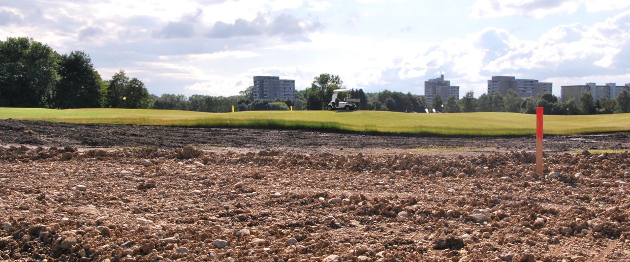 Golfcity in Puchheim: Der Spielbetrieb läuft seit wenigen Wochen, parallel wird an zusätzlichen Bahnen gebaut. (Foto: Golf Post)