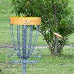 In einen solchen Korb muss die Frisbee geworfen werden. (Foto. discgolf.de)