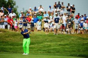 Noch ein modisches Highlight: Justin Thomas in einem auffälligen Neongrün. (FOto: Getty)