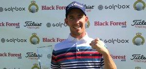 Maximilian Röhrig feiert seinen ersten Sieg auf der Pro Golf Tour bei der Düsseldorf Open. (Foto: Uwe Erensmann)