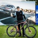 """Lasse Jensen mit seinem """"Trostpreis"""". (Foto: Porsche European Open)"""