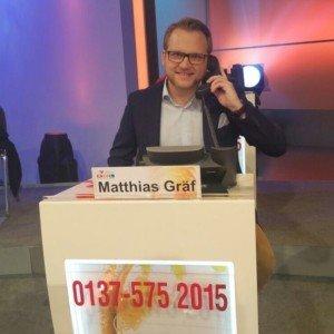 Matthias Gräf am Telefon für den RTL-Spendenmarathon. (Foto:Golf Post)