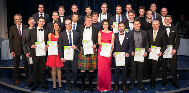 Die erfolgreichen Absolventen der Ausbildung zum Fully Qualified Golfprofessional. (Foto: PGA of Germany / Heigl)