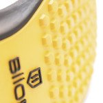Die bienenwabenförmigen Spikes sorgen für den perfekten Stand (Foto: Biion Footwear)
