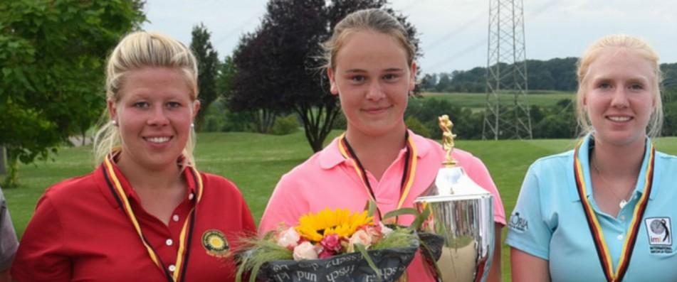 Die Siegerinnen der Internationalen Matchplay Trophy (v.l.n.r.): Jacqueline Klemm, Anna-Elisabeth Ruttert und Caroline Hermes. (Foto: Frank Föhlinger / golfmomente.de)