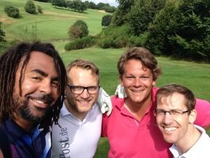Patrick Owomoyela auf der Runde mit dem Team Golf Post.
