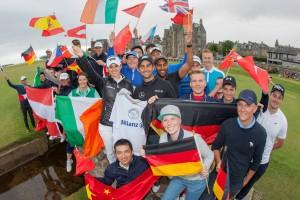 Moritz Lampert mit allen begeisterten Teilnehmern des Allianz Golf Camps. (Foto: Facebook.com/AllianzGolf)