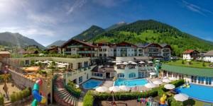 Das Hotel Alpenrose mit einer sommerlichen Aussicht. (Foto: Stephan Schöttl)