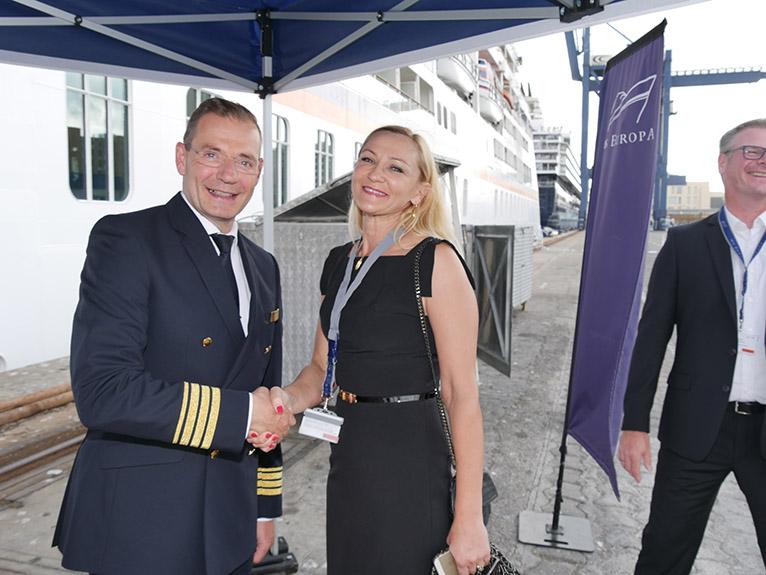 Die Spieler und Gäste wurden von Kapitän Olaf Hartmann persönlich auf der MS Europa begrüßt- (Foto: Golf Marketing GmbH)