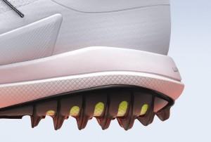 Zahllose Kunststoffspikes sollen beim Nike Lunar Control Vapor für eine perfekte Traktion und Kontrolle sorgen. (Foto: news.nike.com)