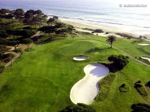 Das Grün des Signatur Holes im Vale do Lobo Ocean Course. Auf diesem Par 5 will man ewig verweilen. (Foto: valedolobo.com)