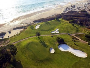 Greifbarer kann der Atlantik kaum sein, wie auf dem Vale do Lobo Ocean Course. (Foto: valedolobo.com)
