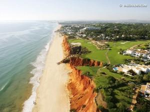 Mehr Atlantik und mehr Algarveküste geht fast nicht. Das Par 3 des Vale do Lobo Royal Courses hat es in sich. (Foto: valedolobo.com)
