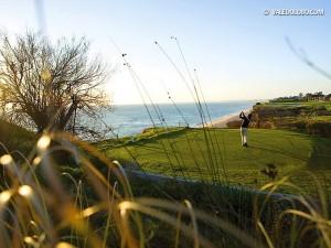 Einen der imposantesten Abschläge der Algarve findet man auf dem Vale do Lobo Royal Course. (Foto: valedolobo.com)