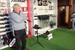 Der Trackman und Andrew Lees geschultes Auge sind die Werkzeuge des Fittings. (Foto: Golf Post)