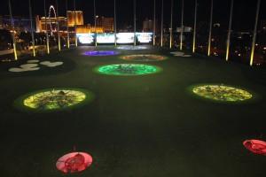 Zielschießen in farbige, kreisrunde Einlassungen bei Musik und Getränken lautet das Topgolf-Konzept. (Foto: Golf Post)