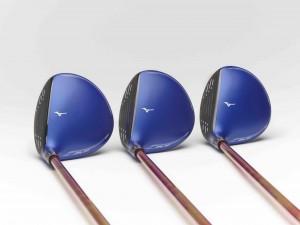 """Typisches Mizuno-blau aber ein neuer """"Fast Track"""" - Die JPX900 Fairwayhölzer. (Foto: Mizuno)"""