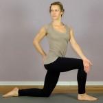 Svenja Wilke passt die traditionellen Übungen adressatengerecht an. (Foto: Yogability)