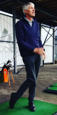 Dr. Christian Haid bei einer Clinic bei Golf City in Köln. (Foto: Golf Post)