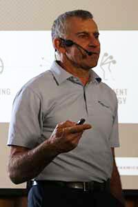 Rob Neal auf der 1. Putt-Konferenz. (Foto: Golf Post)