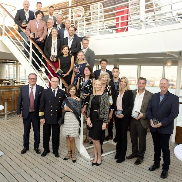 Die Gewinner des Vorjahres nach der Preisverleihung auf der MS Europa. (Foto: Golf Marketing GmbH)
