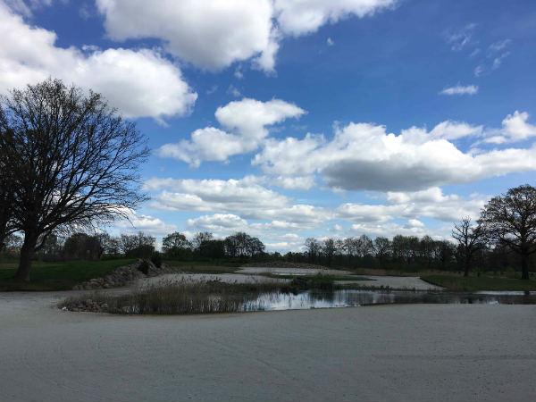 Strandgefühle könnten aufkommen auf dem Green Eagle Golfcourse, wenn er nicht alles von den Spielern abverlangen würde. (Foto: Golf Post)